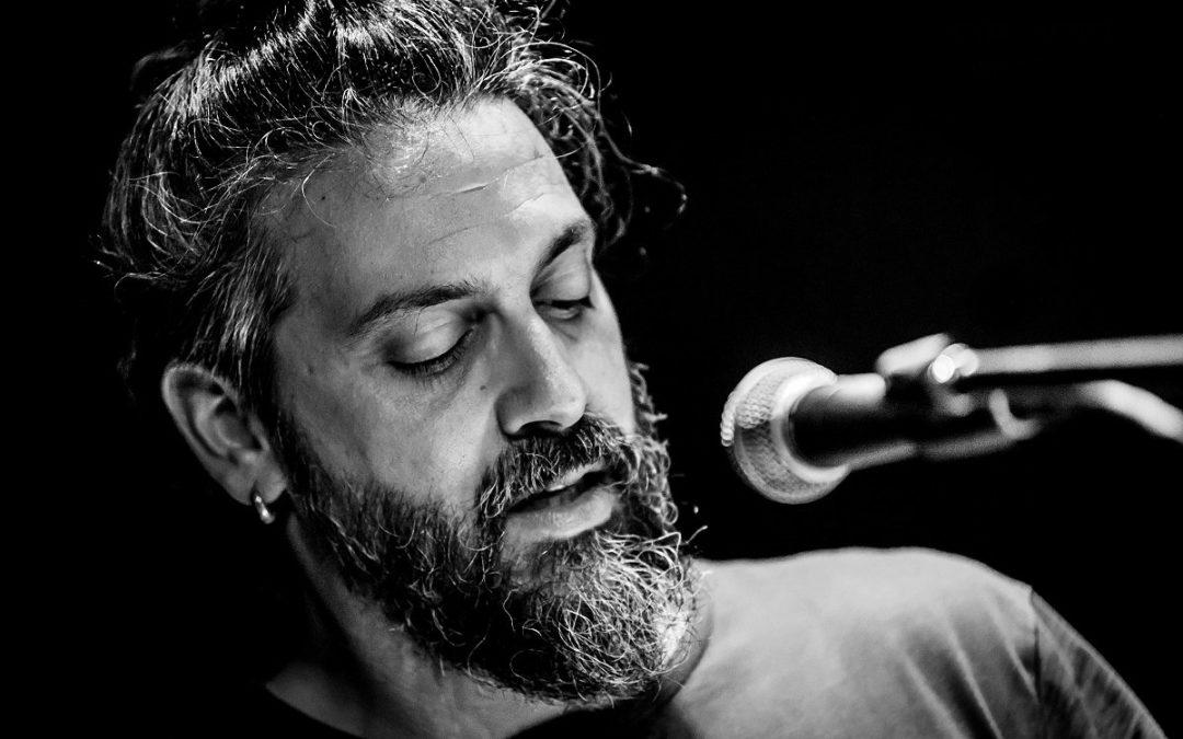 """Roberto Angelini: """"Ho imparato qualcosa da qualunque musicista con cui mi sia capitato di suonare, dal palco alla strada"""""""
